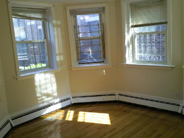 1 Bd, Avail 09/01, HT/HW, Parking Available, Laundry in Building