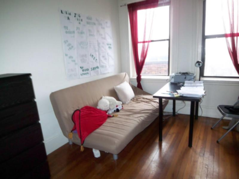 *1bed apt and spacious. Modern! Walk to SIMMONS/EMMANUEL 9/1*