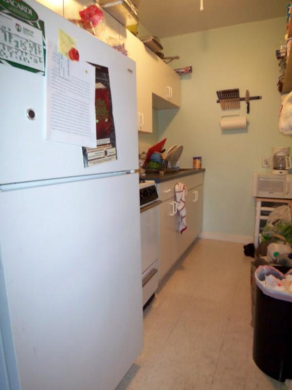 2 Bd, HT/HW, Avail 09/01, New/Renovated Kitchen, Dishwasher, Disposal