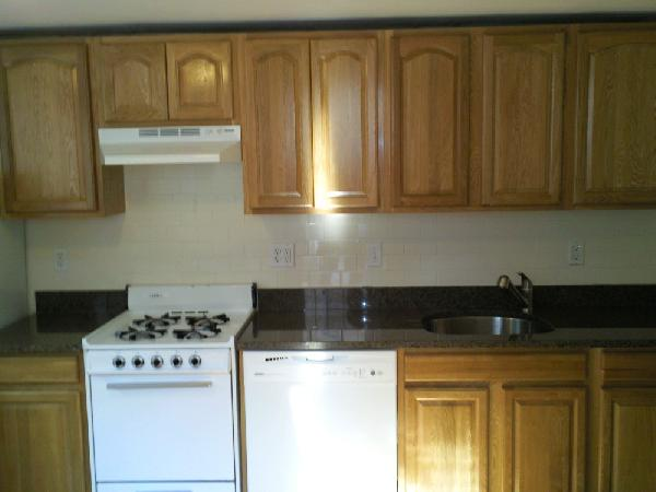 3 Bd on President Terrace, 2 Bath, Avail 09/01, Laundry in Building