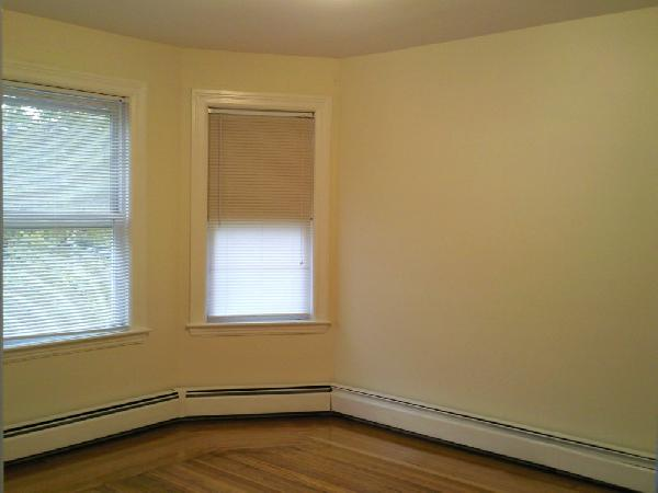 3 Bd, Laundry in Building, Parking For Rent