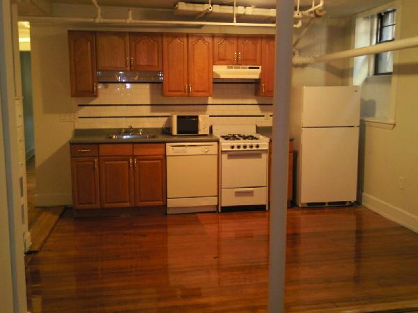 2 Bd, HT/HW, Avail 09/01, Parking Available