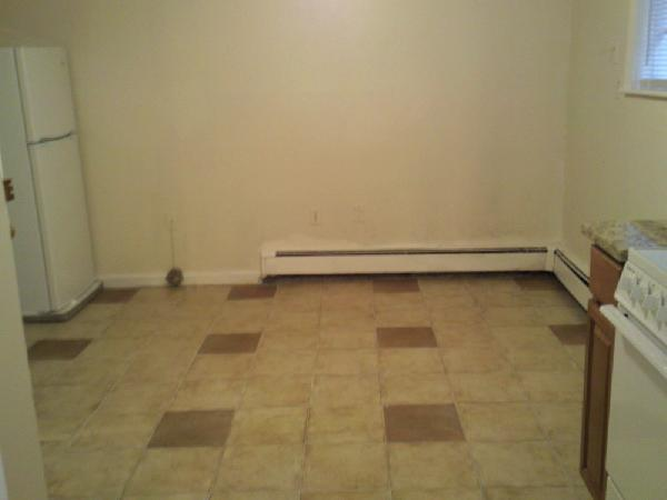 Cat friendly top floor studio with heat/hot water included!! Aug 1st!