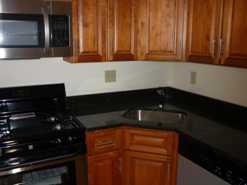 4 Bd, HT/HW, 2 Bath, Avail 09/01, Eat-in Kitchen, Granite Counter Tops
