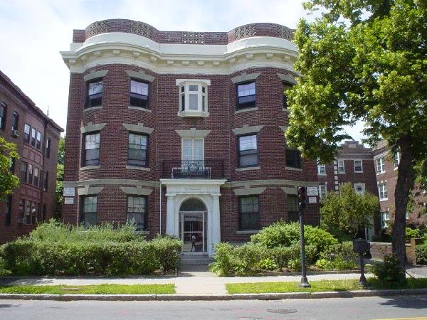 3 Bd on Babcock St., HT/HW, Avail 09/01, Laundry in Building