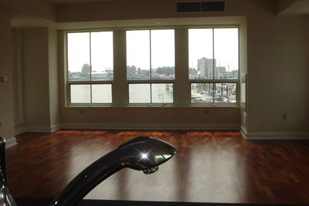 1 Bd on 1st Ave., Boston, 1.5 Bath, HT/HW, Pet Ok, Avail 01/05, Storag