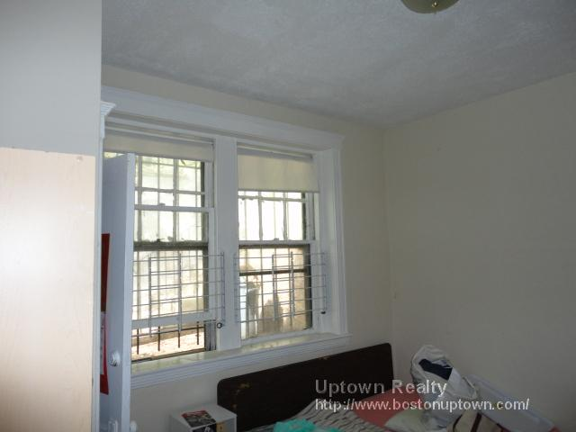 2 Bd on Commonwealth Ave., HT/HW, Avail 09/01, Pet Ok, Street Parking