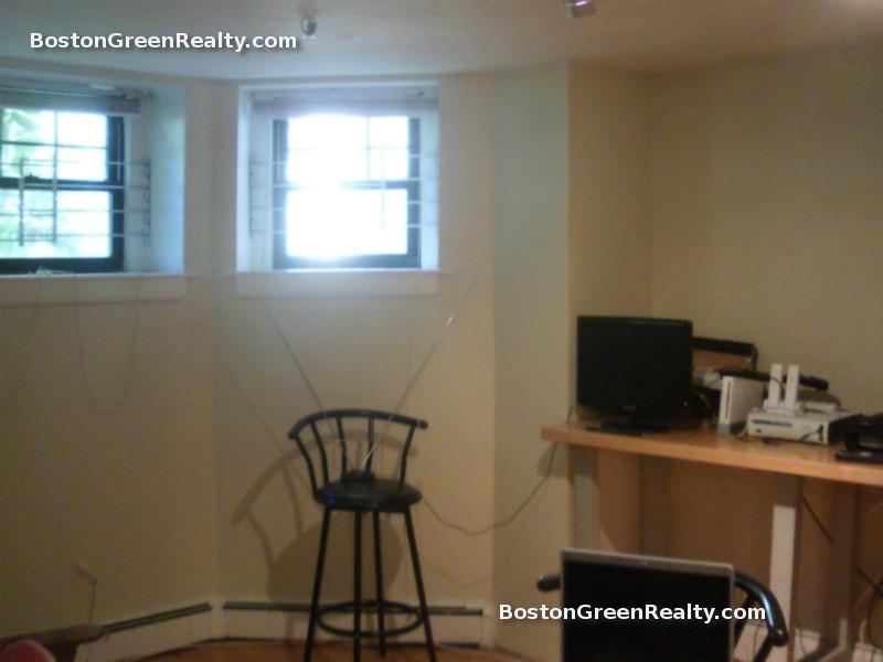 2 Bd on Queensberry St., NO FEE, Laundry in Building, Photos