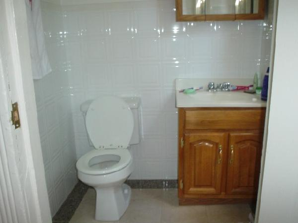 1 Bd, incl HT/HW Avail 09/01 hardwood flooring, several to choose from