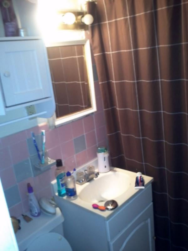 Spacious No Fee 2 bed on Comm Ave Avail 9/1 HT/HW Included