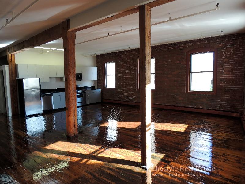 1 Bd on Tremont St., NO FEE, Include Util., Avail 06/24, Loft, A/C