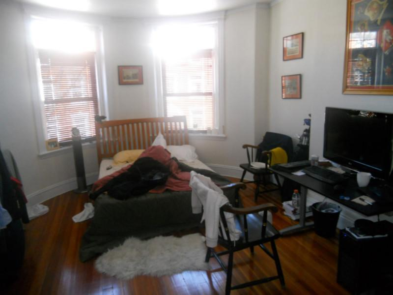Renovated 4 bed with hardwood floors, FREE WASHER/FRYER in UNIT