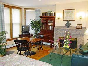BEAUTIFUL Furnished 1 Bd on Comm Ave - Parking Incl, Utilities Incl