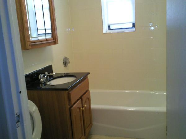 1 Bd Split on President Terrace, New/Renovated Kitchen, New Appliances