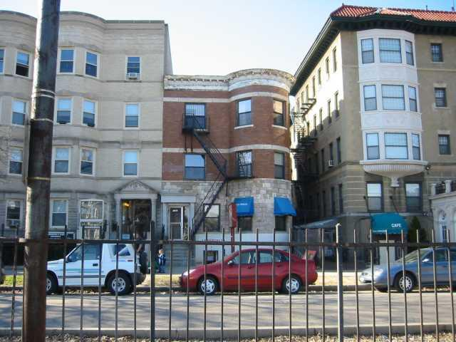 3 Bd on Comm Ave for Sept 1st, by Joshua tree, NO FEE, HT/HW