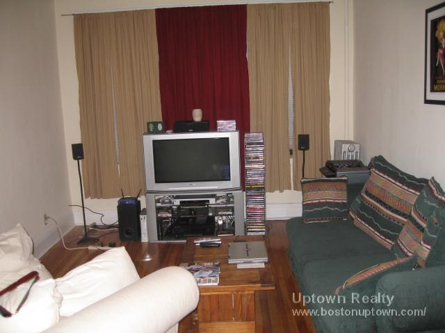 Dog Friendly Unit for August.  Near Cleveland Circle.