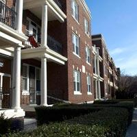 NICE 2 Bd Split on Summit Ave., Avail 06/01, Street Parking, Updated