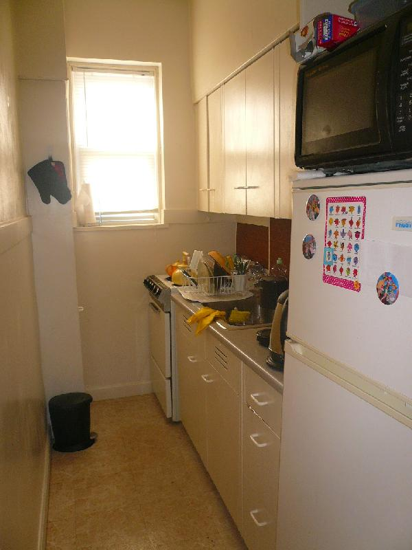 1 Bd, Parking Available :: Half Fee :: JULY 1ST