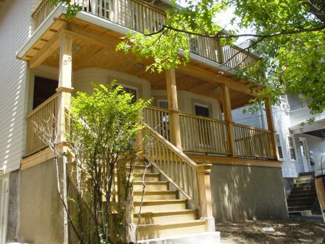3 Bd on , Balcony, Eat-in Kitchen, Disposal, Laundry in Unit, New/Reno