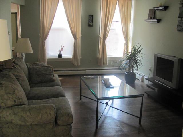 Gorgeous Tremont St Location For Sept! No Security Deposit Required!