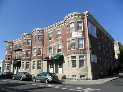 1 Bd Split on Harvard Ave., Laundry in Building, Parking For Rent