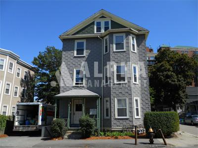 2 Bd on Everett St., Parking Included
