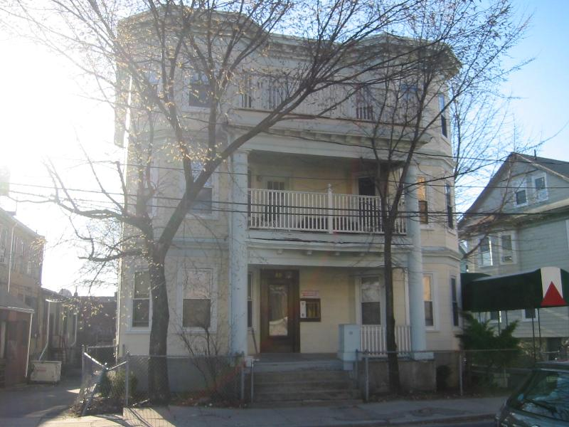 4 Bd on Linden St., 2 Bath, Avail 09/01, Central Air, Parking Availabl