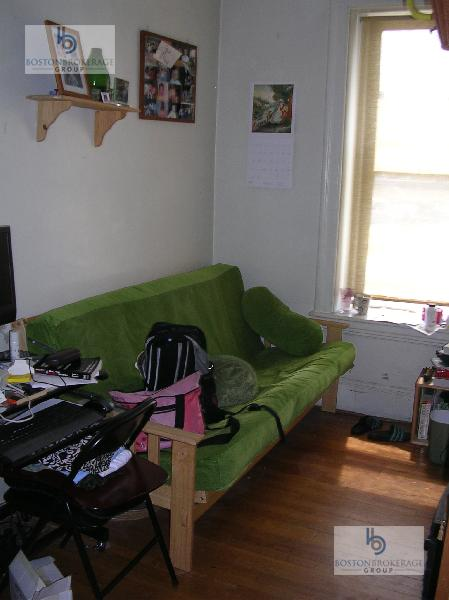 2 Bd Split on Commonwealth Ave., Avail 09/01, HT/HW, Hardwood Floors