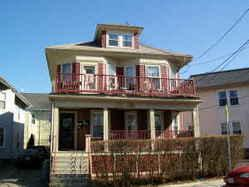 3 BED IN VICTORIAN HOUSE/MOD EAT-IN KIT/ MOD BATH/HDWD FLS/ DECK/ PICS