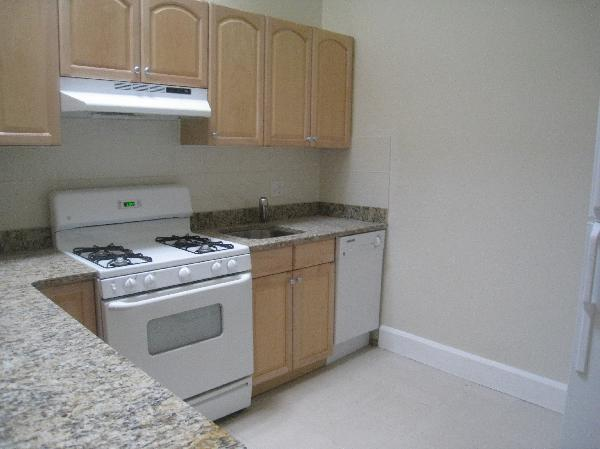 2 Bd, Parking For Rent, Laundry in Building, Parking
