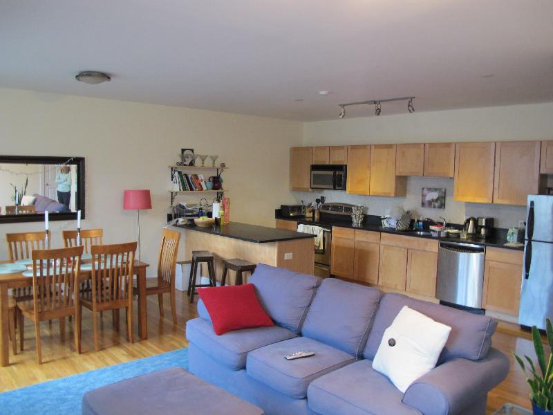 AMAZING 3 BED 2.5 BATH IN SOMERVILLE! PARKING FOR RENT! HEAT & HOT INC
