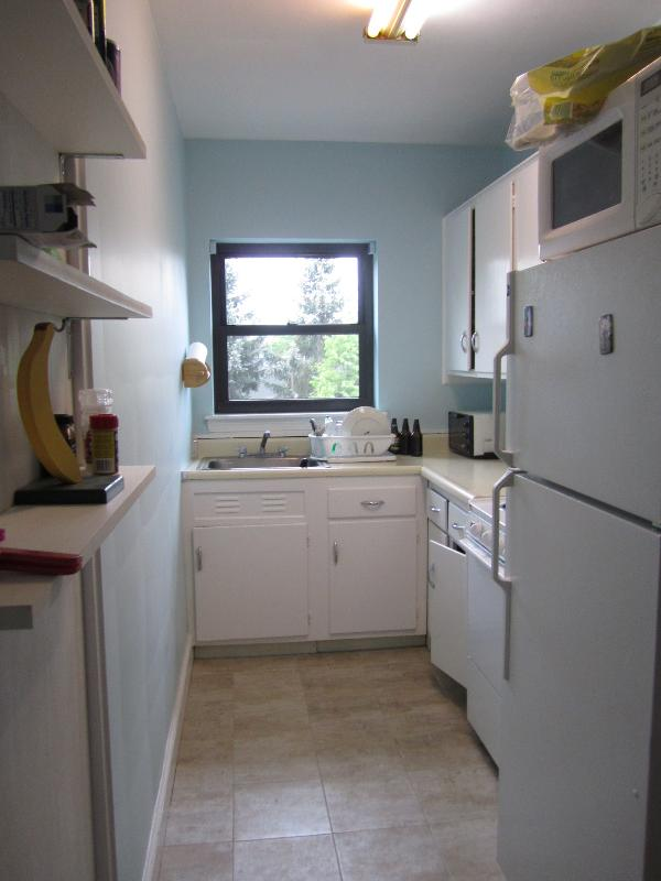 HALF FEE***How could you not want this HUGE 2 bed w/ HT & HW included!