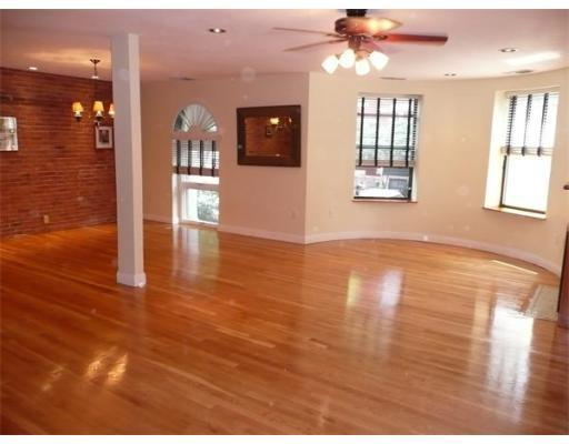 2 Bd on Gainsborough, 2.5 Bath, Avail 05/01