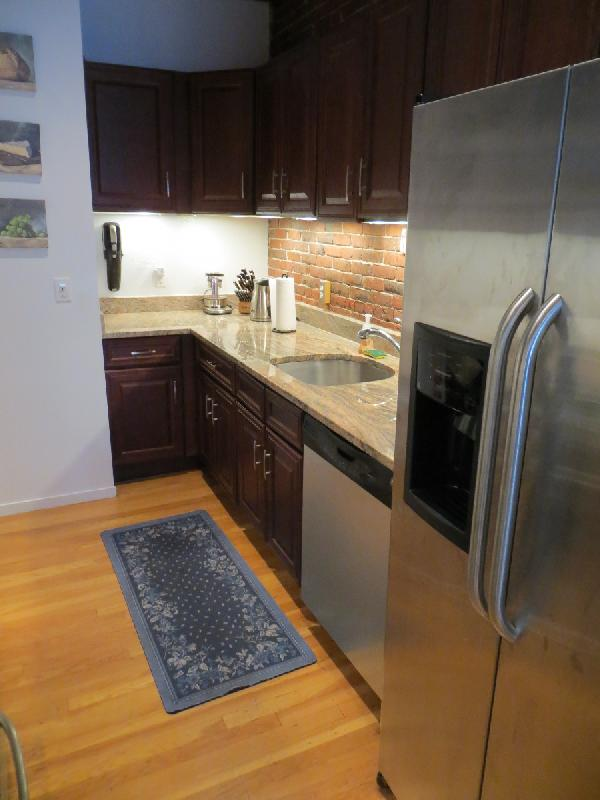 Modern 2 Bed 2 Bath, Back Bay, Laundry in Unit, Granite Countertops