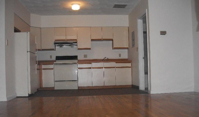 1 Bd on Essex St., Photos