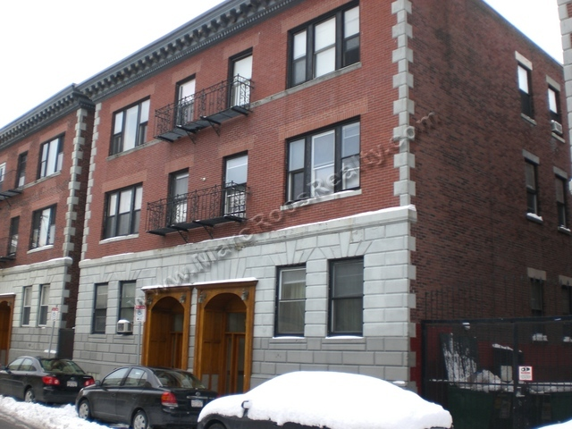 INCREDIBLE 3 BED NEAR BOSTON U WITH HEAT AND HOT WATER!!!
