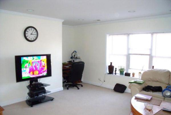 2 Bd on Newton St., HT/HW, Avail 05/01, New/Renovated Kitchen, Photos