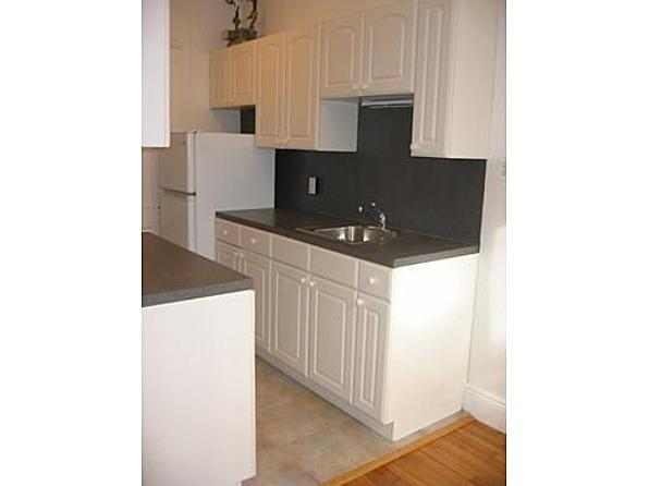 DOGS OK, AVAIL 9/1 SPACIOUS, TOTALLY RENOVATED STUDIO!!!!!
