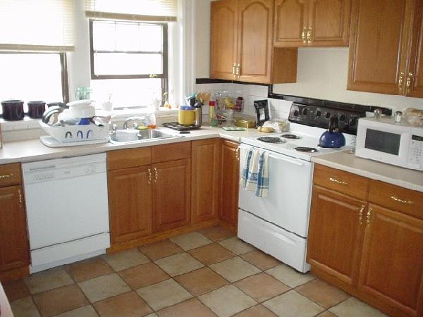 1 Bd Split on Babcock St., Laundry in Building, Parking For Rent