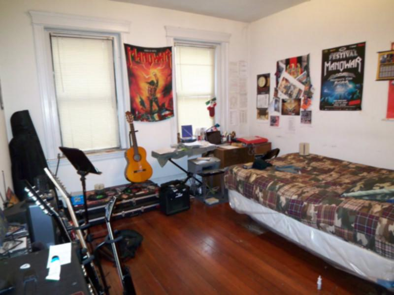 AVAIL 9/1 - Charming Simple Studio on WESTLAND AVE!!!