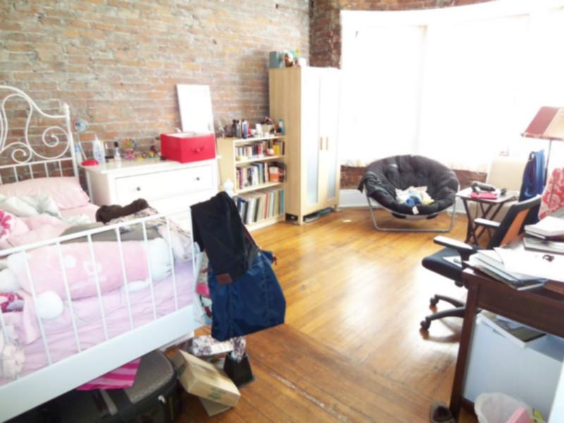 Avail 9/1 - HUGE Lots of Natural light Awesome 1 BR on Westland Ave!!!