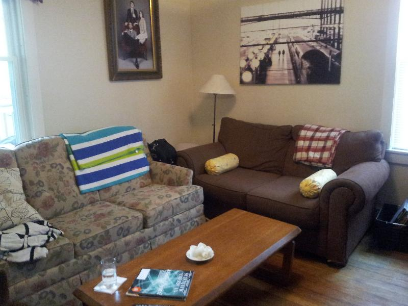 4 Bd on Darling, Pantry, Laundry in Building, Pet+Student Friendly