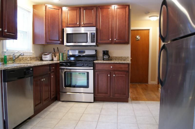3bedroom, Steps To The Train, Laundry, Off Street Parking Available!