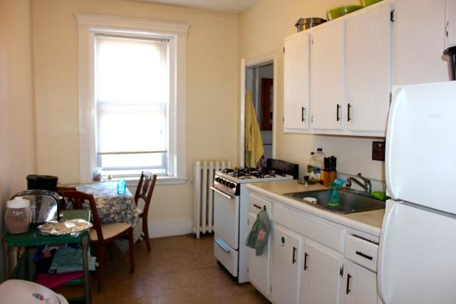 2 Bd on Park Dr., Avail 09/01, HT/HW, Parking Available