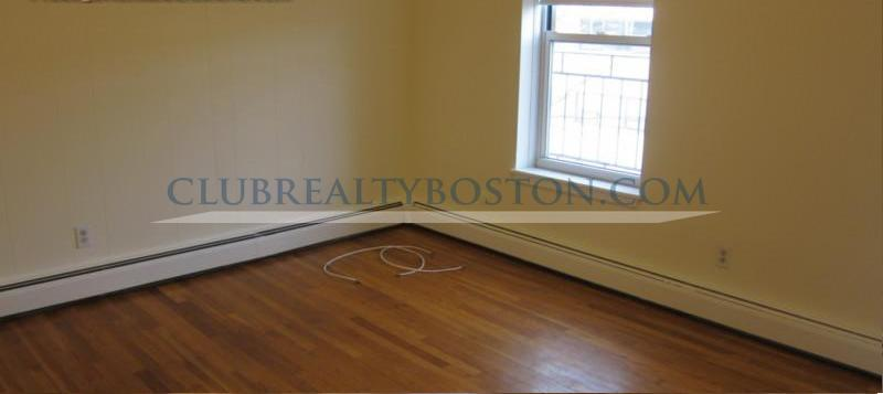 Full Sized 2 bed w/ Heat & HW~Off street parking! Hardwood Floors~MBTA