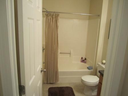 Gorgeous 2 Bed, Modern Kitchen & Bath, W/D << Pet Friendly!!