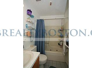 Luxury Townhouse! Garage parking~Mega High Ceilings~Laundry in-unit!!!