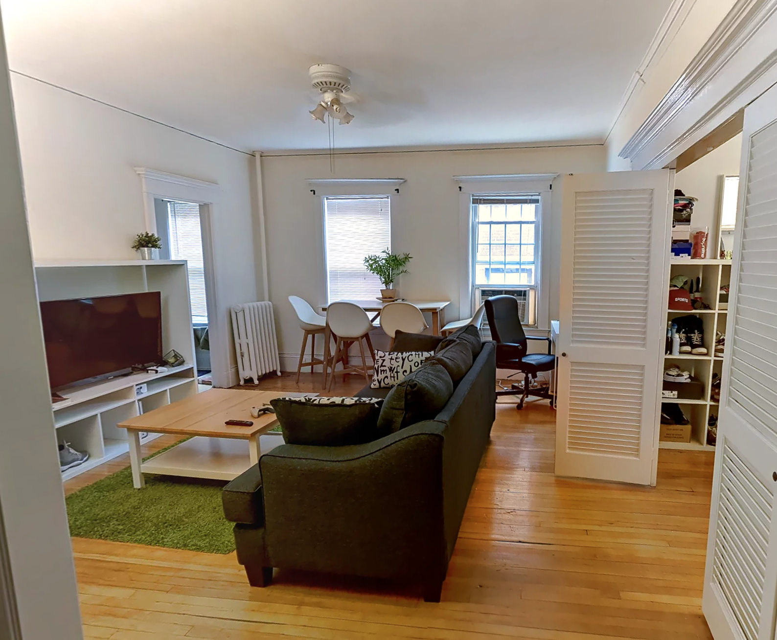 Sunny One Bedroom, Large Closets, Dec Fireplace, Hwf, high ceilings!