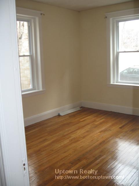Two Bed with Ht/HW Incl., Avail 07/01, Dogs are ok! Porch too!