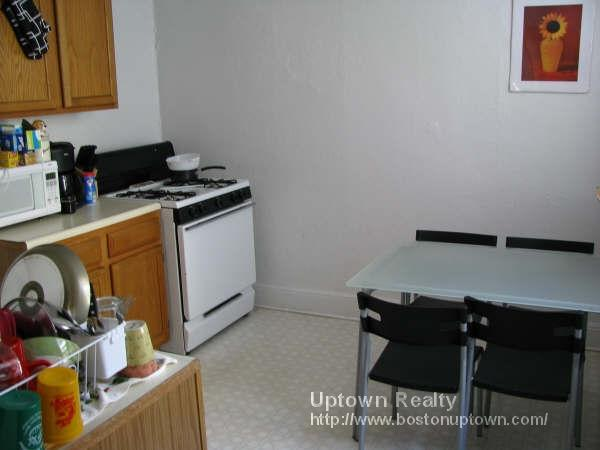 Two Bed on Commonwealth Ave., HT/HW, Dogs/Cats OK